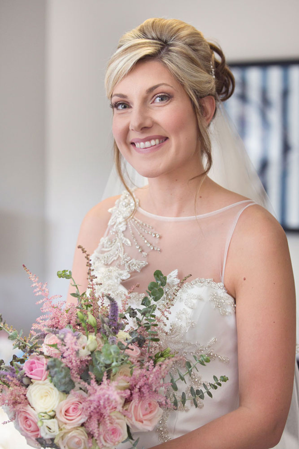 Ardoe House Hotel wedding, bride is holding the flowers, Anna Wytrazek Photography, wedding photographer Aberdeen