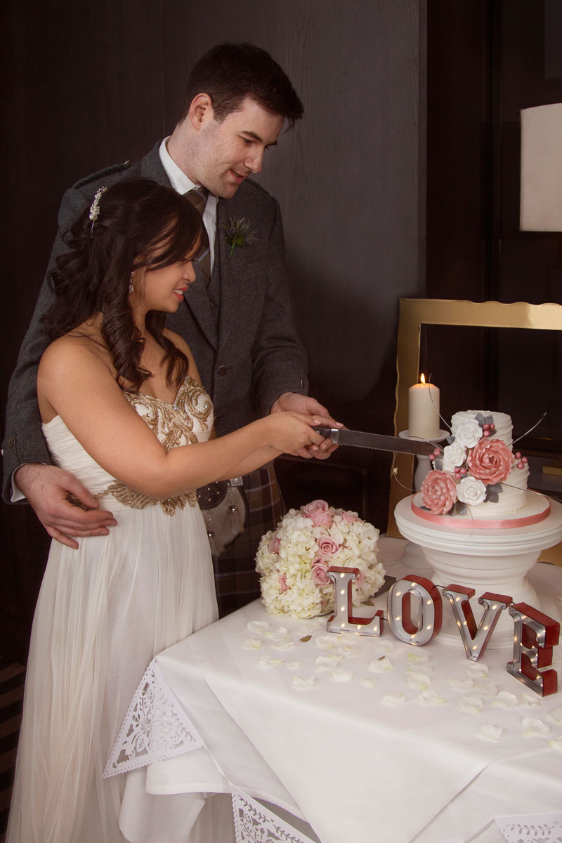 Chester Hotel Wedding, Cutting the cake, Anna Wytrazek Photography, Wedding Photographer Aberdeen