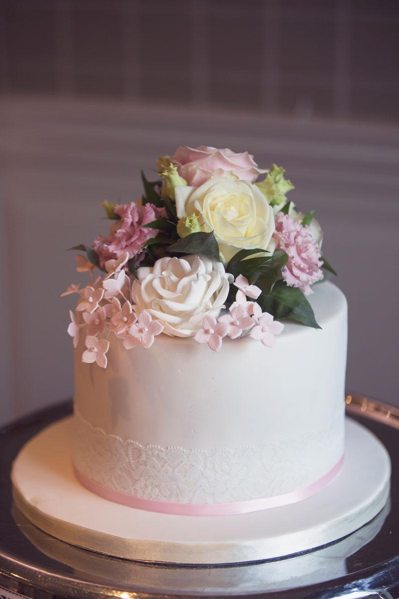 Thainstone House Hotel Wedding, wedding cake, Anna Wytrazek Photography, Wedding Photographer Aberdeen
