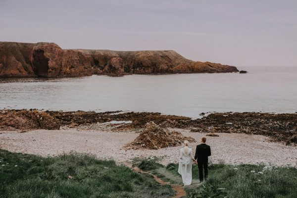 Anna Wytrazek Photography, Wedding photographer Aberdeen, walk on the beach