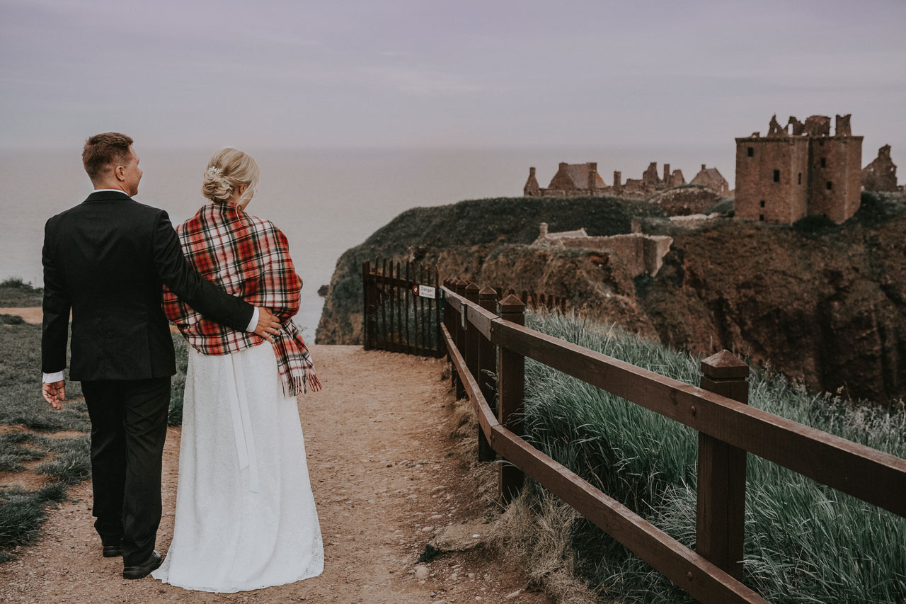 Wedding photography Aberdeen,Wlak around the Castle, Anna Wytrazek Photography