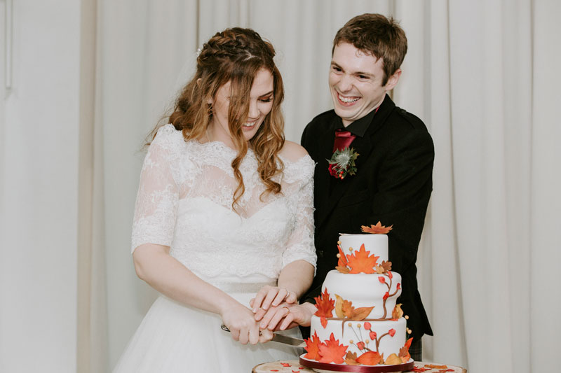 Logie Country House Wedding, Cutting the cake, Anna Wytrazek Photography, Wedding Photographer Aberdeen