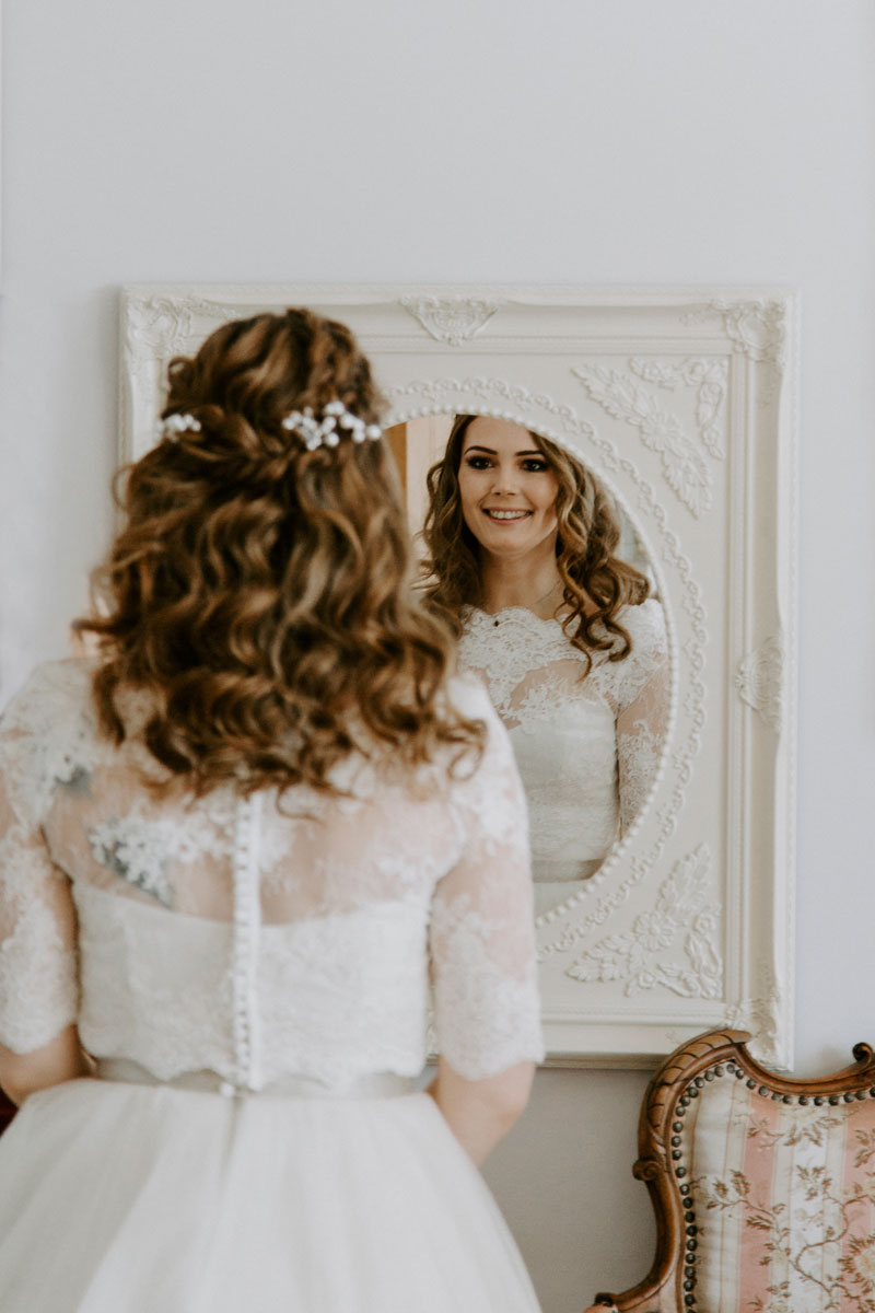 Logie Country House Wedding, Looking in the mirror, Anna Wytrazek Photography, Wedding Photographer Aberdeen