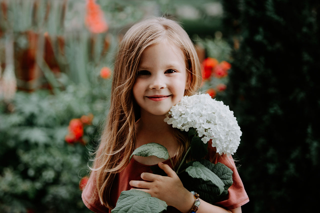 Anna Wytrazek Photography Portrait Photography Edinburgh Girl with flower